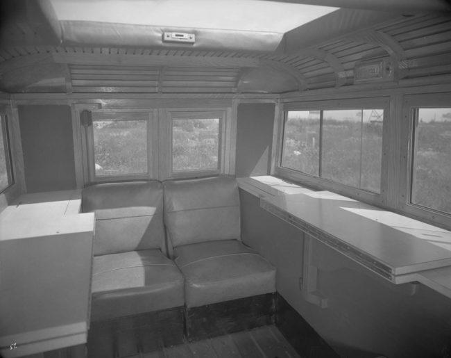 1943-07-command-car-jeep-concept-interior3