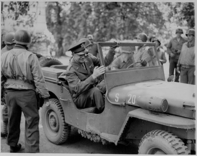 1944-09-france-eisenhower1