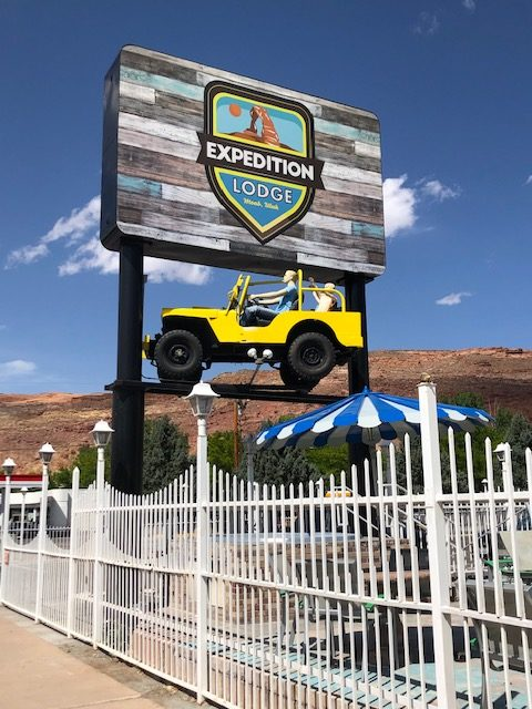 2019-05-05-moab-yellow-jeep2