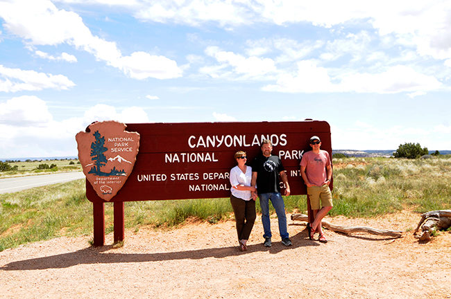 2019-05-05-white-rim-canyonlands-sign