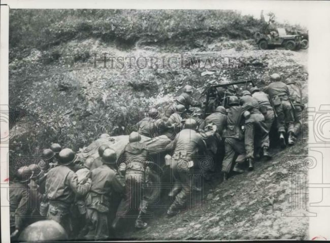 1951-11-08-korea-troops-pushing-jeep-up-hill1