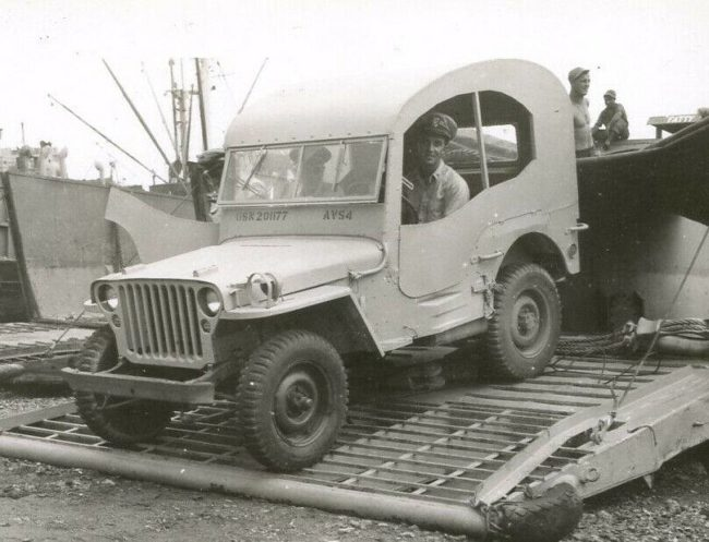 jeep-with-unusual-hardtop
