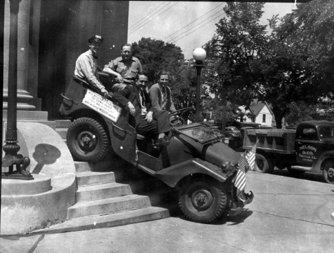 1941-willys-quad-steps