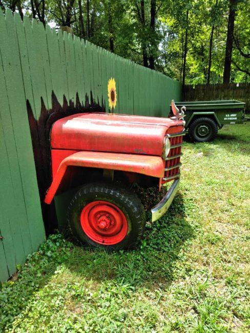 1950-wagon-chassis-yard-art-batavia-oh2
