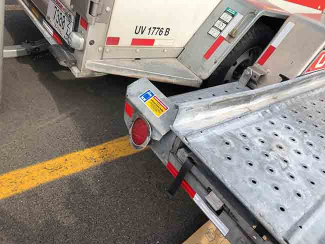 2019-07-08-uhaul-broken-light