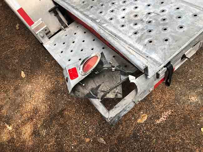 2019-07-08-uhaul-broken-light2