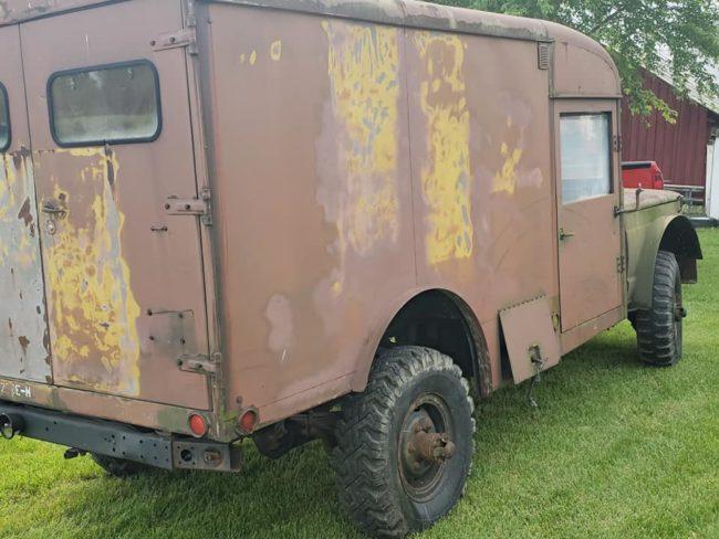 m725-ambulance1