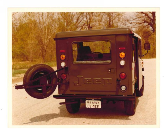 Army DJ5 Rear tire carrier open