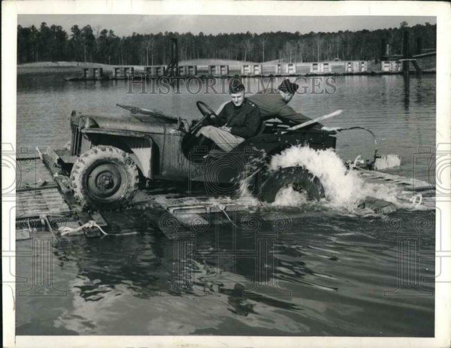 1941-01-24-bantam-brc60-raft1