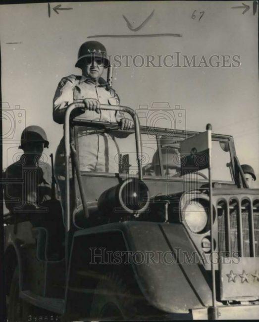 1950-11-13-general-walker-jeep1