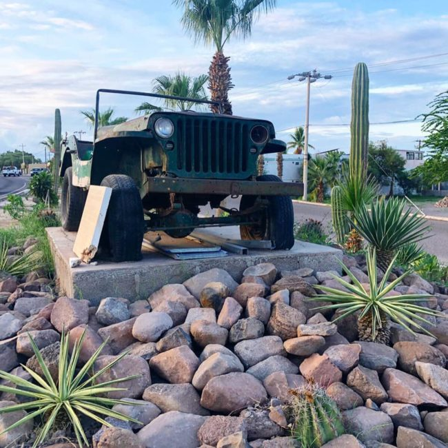 monument-to-jeep-mexico1