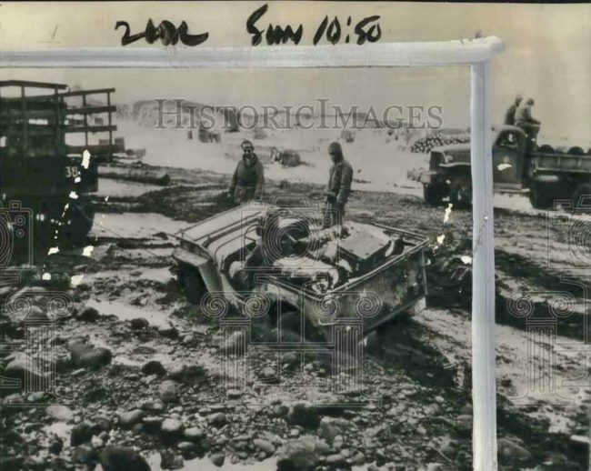 1943-05-09-jeep-stuck-in-mud-alaska1