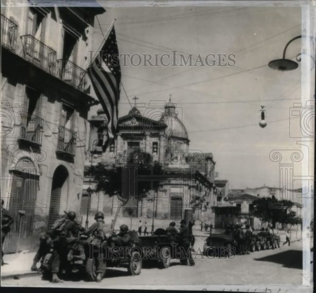 1943-07-24-sicily-jeeps1
