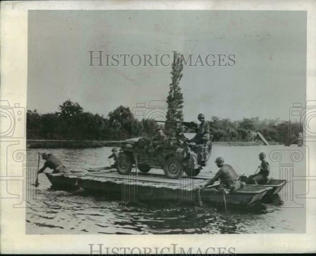 1944-08-09-crossing-river-jeep-raft1