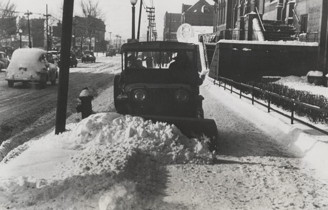 free-library-of-philadelphia-snow-jeep-sidewalk