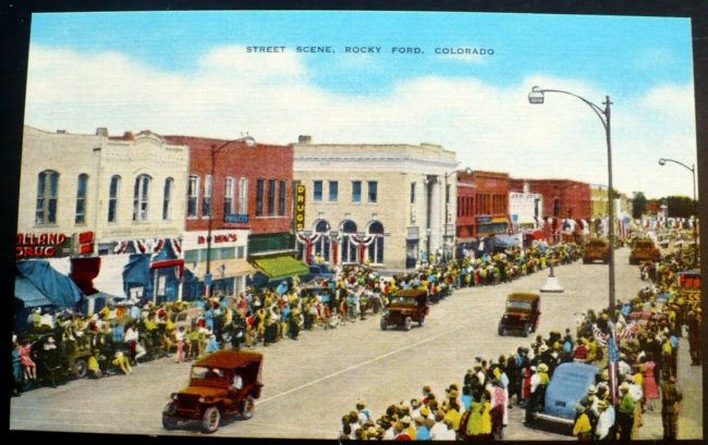1940s-rocky-ford-parade-postcard1