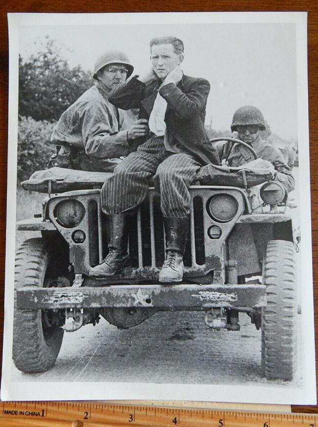 1944-08-07-sniper-jeep1