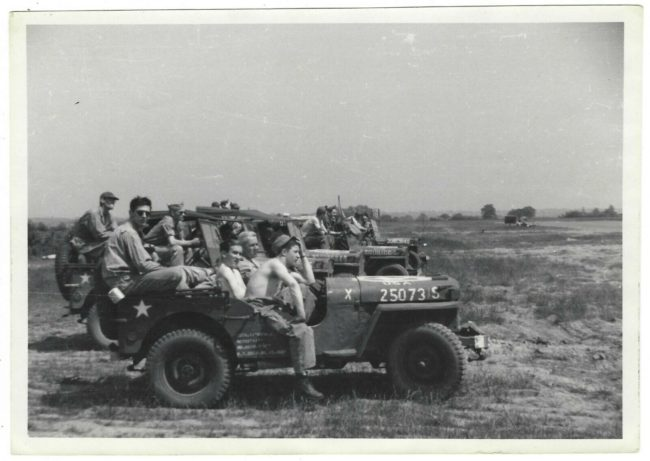random-photo-wwii-soldiers-jeeps