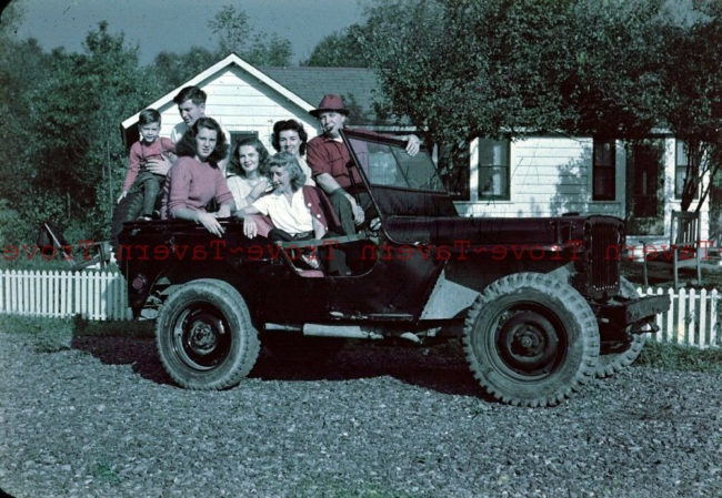 1945-mb-family-packed