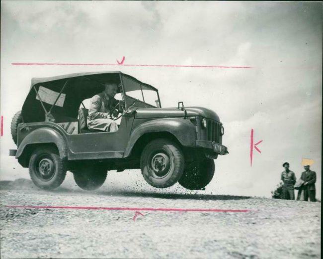1950-07-26-austin-champ-phot1