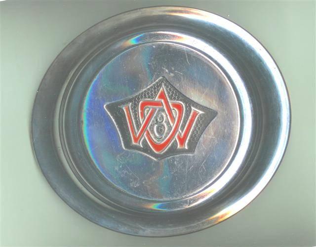 1933-willys-overland-hubcap-8-88