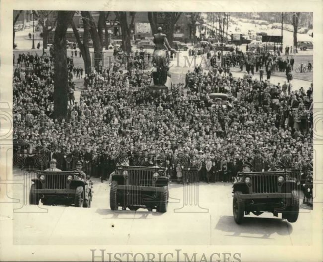 1942-04-06-jeeps-on-capital-steps1