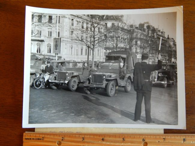 1945-03-29-paris-jeeps-1