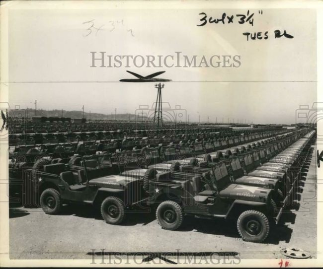 1951-10-16-jeeps-lined-up-japan1