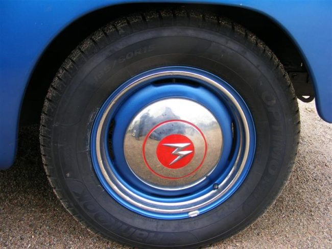 1954-willys-aero-ace-hubcap