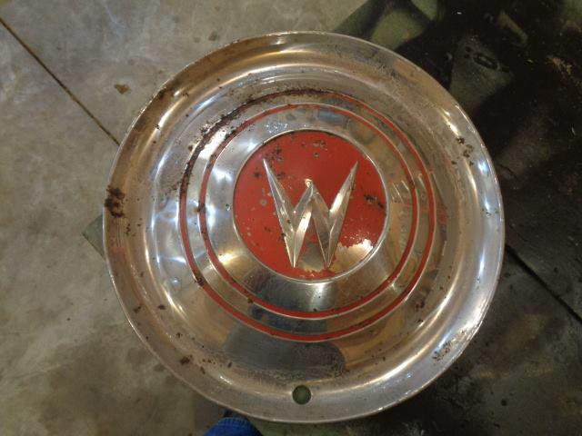 red-hubcap-willys-aero