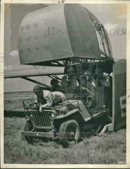 1943-09-06-glider-jeep-texas-training-1