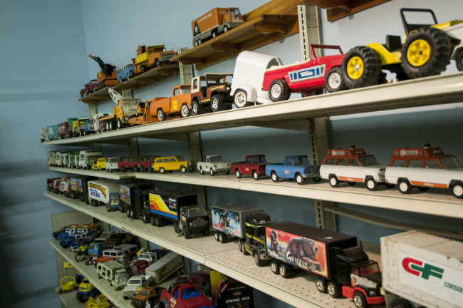 2013-5-11-Jeeps-on-shelves-2