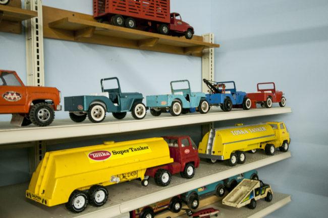 2013-5-11-jeeps-on-shelves-3-2