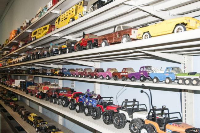 2013-5-11-jeeps-on-shelves-4-2