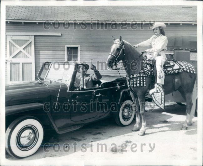 1950-jeepster-horse-photo