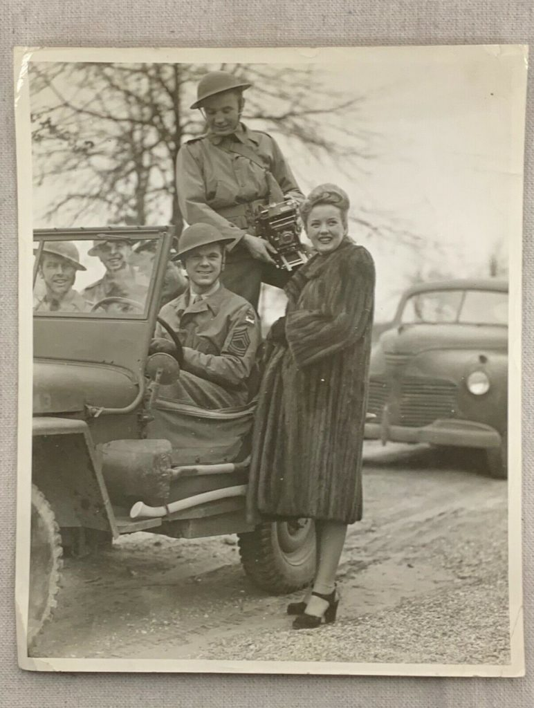 ww2-camera-soldiers-woman-jeep