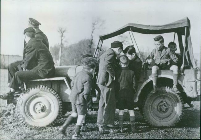 year-sailors-jeep-irish-boys-wwii1