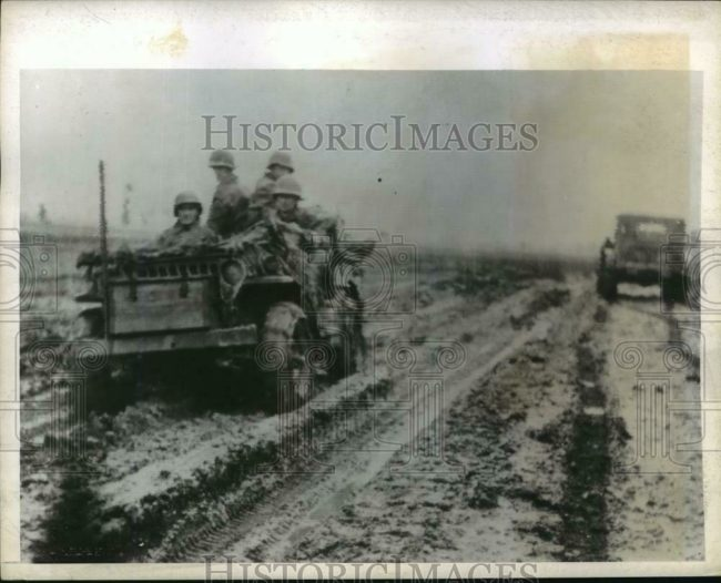 1943-11-03-italy-mud-jeep-soliders1
