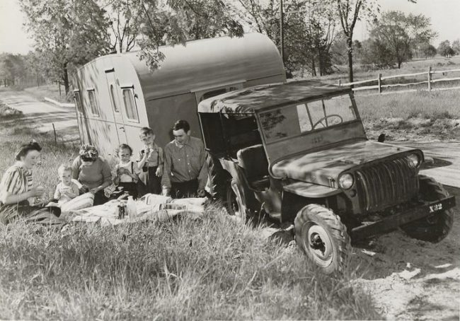 1945-07-19-cj2a-picnic-with-camper3