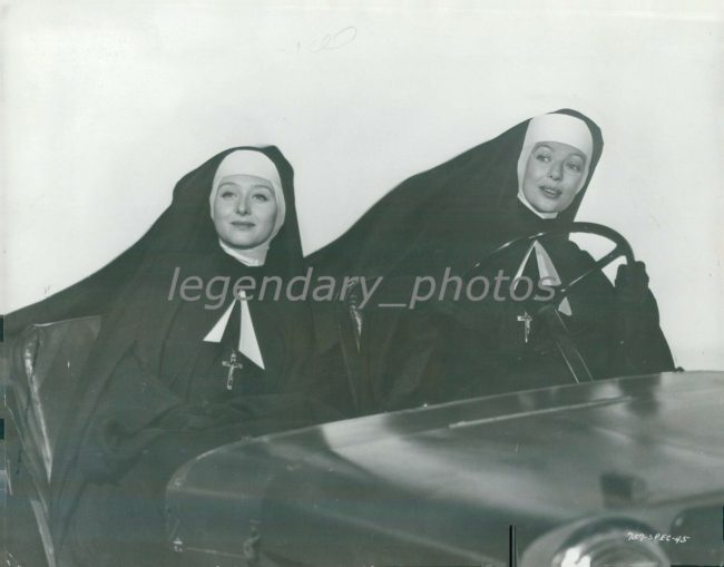 1949-press-photo-come-to-the-stable1