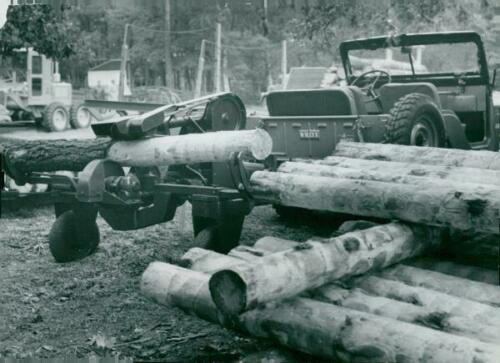 1955-09-16-cj5-log-saw1