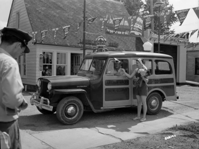 1950-05-21-univ-wisc-at-milwaukie-archives-wagon-photo
