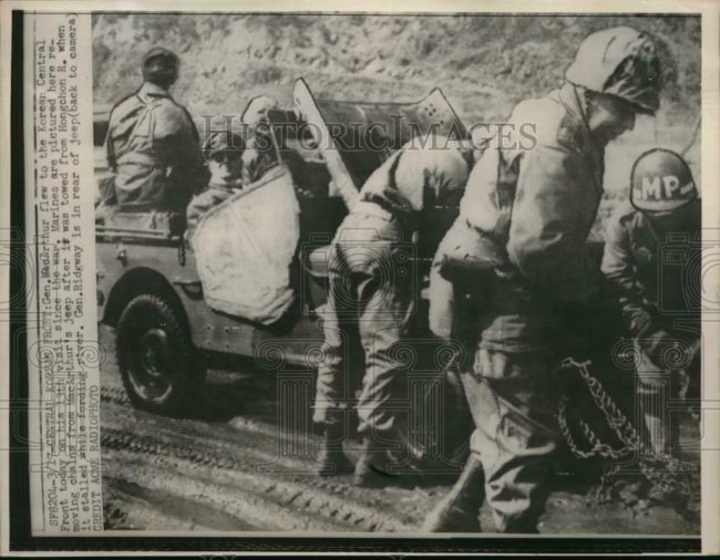 1951-03-20-mcarthur-jeep-chain-removal1