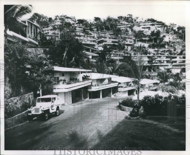 1962-05-06-las-brisas-jeep-gala-dj3a-photo1