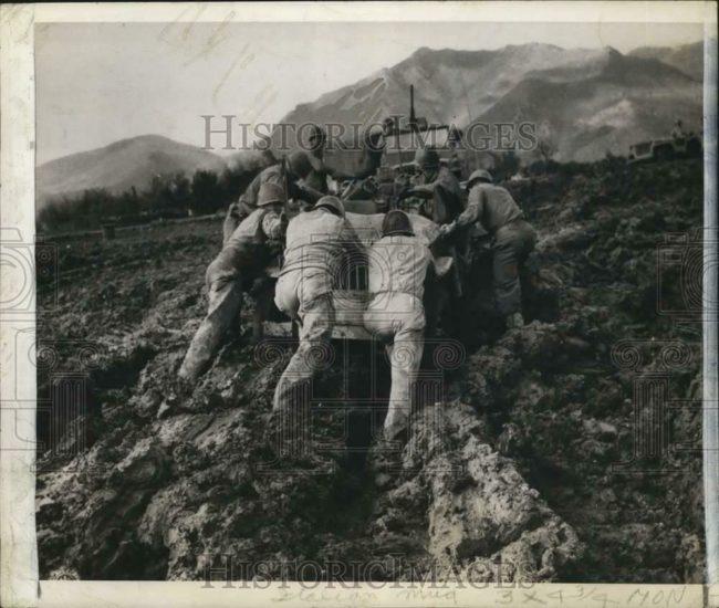 1944-09-01-italian-mud-jeep1