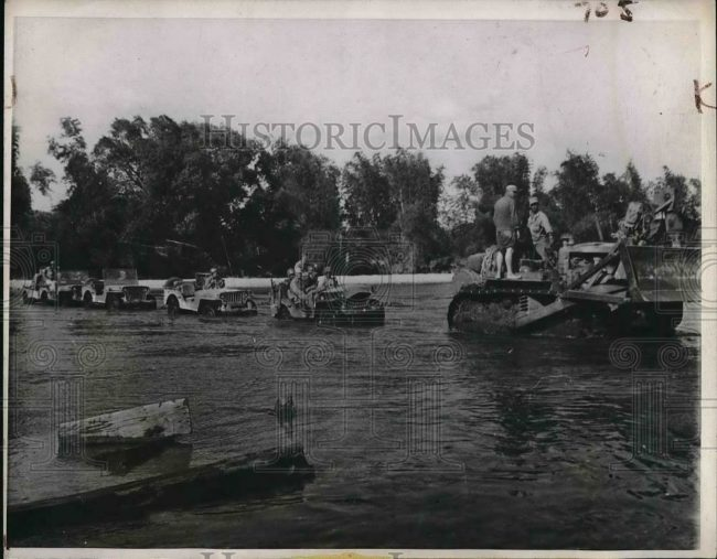 1945-01-30-luzon-river-jeeps-bulldozer1