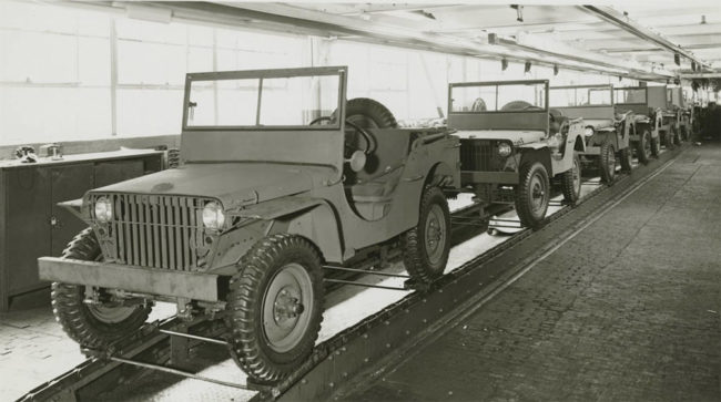 1941-03-28-ford-gps-assembly-line-lores