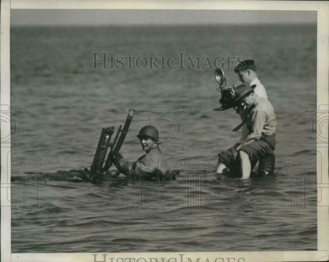 1946-10-17-navy-underwater-jeep-photographer1