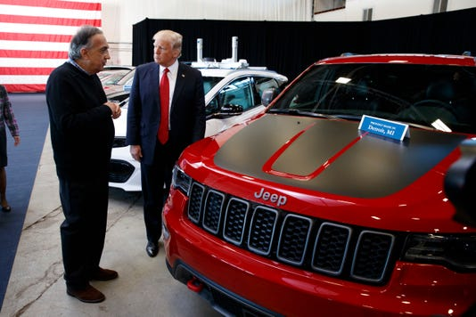 44-donald-trump-with-fiat-chryslter-ceo