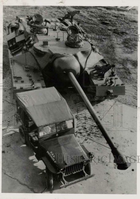 1946-10-03-tank-jeep-1